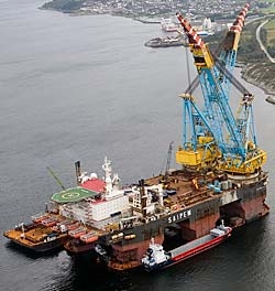 Saipem 7000 semi-submersible crane and pipelaying vessel